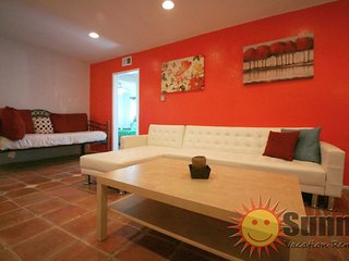 #06 Sunny Flat 3BR by Melrose Ave - West Hollywood vacation rentals