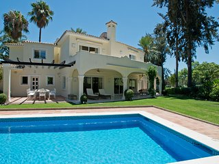Beautiful 5 bedroom villa with frontline golf view - Nueva Andalucia vacation rentals
