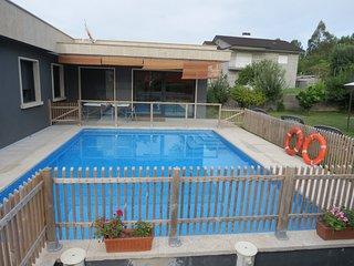 Moderna y preciosa casa, piscina, jacuzzi, jardín - Pontevedra vacation rentals