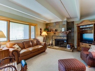 Newly renovated, upscale, ski-in/ski-out condo - golf on-site - Copper Mountain vacation rentals