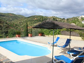 Beautiful Villa with Internet Access and A/C - Guaro vacation rentals