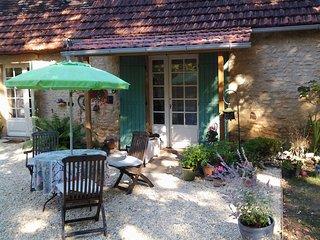 Idillysche zit/slaapkamer in Cottage in het bos - Sainte-Alvere vacation rentals