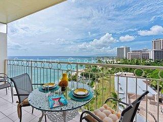 REMODELED!  Ocean View!  Beachfront! Full kitchen, washer/dryer, A/C, WiFi! - Waikiki vacation rentals