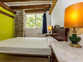 Alberg La Solana - B23 - Suite Con Cama Doble (2  plazas) - Salas de Pallars vacation rentals