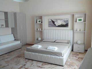 Villa Lazzari - B&B Tra i due mari 02 - Camera Confort Quadrupla - Maglie vacation rentals