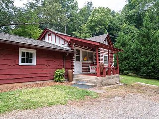 Romantic 1 bedroom Cottage in Asheville - Asheville vacation rentals