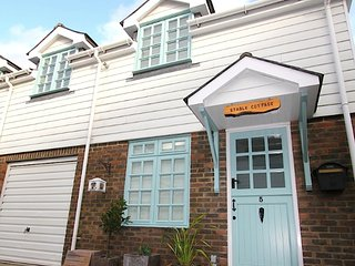 STABLE COTTAGE  Eastbourne TOWN CENTRE - Eastbourne vacation rentals