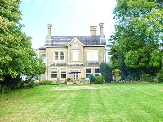 VALE HOUSE, large detached property, en-suites, open fires, WiFi, in Belvoir, Grantham, Ref. 17773 - Grantham vacation rentals