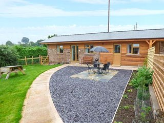 THE STABLE @ ROSE COTTAGE superb barn conversion, open plan, pet-friendly, close to Forest of Dean, Yorkley, Ref 921012 - Yorkley vacation rentals