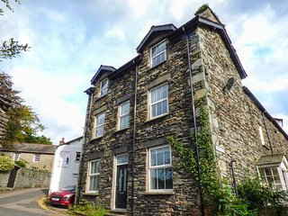 LOUGHRIGG VIEW, slate cottage, en-suite, WiFi, walks from the door, in Ambleside, Ref 941381 - Ambleside vacation rentals
