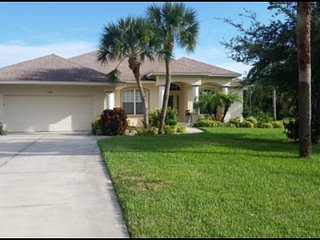 Beautifully decorated, three bed, two bath with opt. electrically heated pool and spa. - Port Charlotte vacation rentals