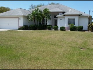 Golf Course Beauty, 3 bedroom, 2 bathroom, with living room and family room, very spacious, set on a golf course. - Rotonda West vacation rentals