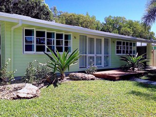 Lovely House with Deck and Internet Access in Wonga Beach - Wonga Beach vacation rentals