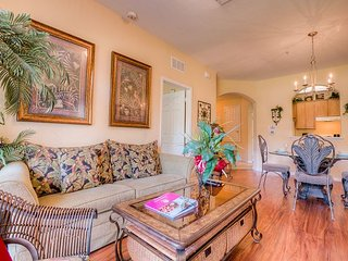 Elegant tropical 3-bed, 2-bath condo with plenty of room for up to 8 guests. - Orlando vacation rentals