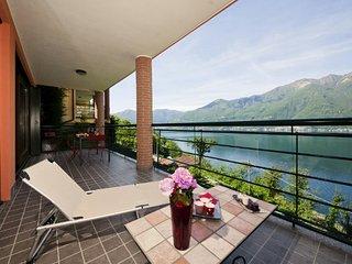 Lovely Condo with Internet Access and Balcony - Tronzano Lago Maggiore vacation rentals