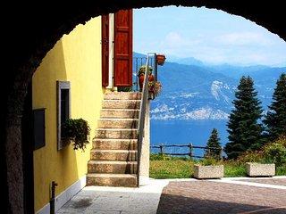 Villa Marilena, casa signorile in corte storica - San Zeno di Montagna vacation rentals