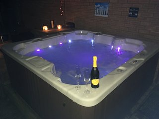 Cheshire home with hot tub & Sky TV - Sandiway vacation rentals