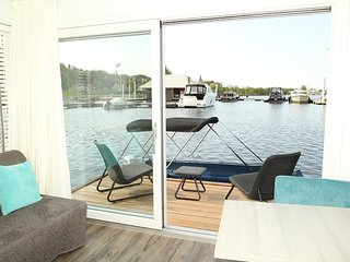 Uw eigen eilandje: De Boatlodge - Maastricht vacation rentals