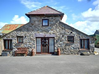 Charming Cottage with Television and Microwave - Llanfaglan vacation rentals
