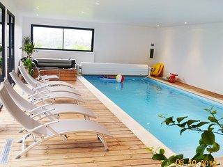 Maison avec Piscine intérieure privée et Jacuzzi - Saint-Martin-l'Hortier vacation rentals