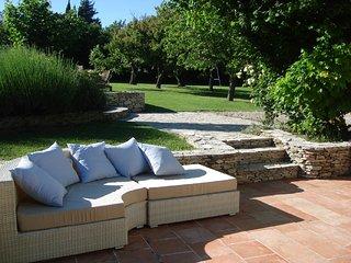 Maison provençale, jardin arboré et grande piscine - Lambesc vacation rentals