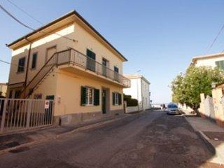 Appartamento a pochi metri dal mare e dal centro - San Vincenzo vacation rentals