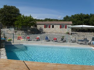 BERGERIE pierre PISCINE CHAUFFEE, CALME, CHARME, - Joyeuse vacation rentals