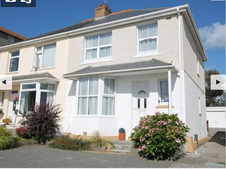 ROCKPOOLS ONLY 100 METERS FROM TOLCARNE BEACH 3 BED SLEEPS 6 - Newquay vacation rentals