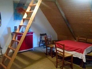 "Un loft cosy sous les toits d""un couvent - Camlez vacation rentals"