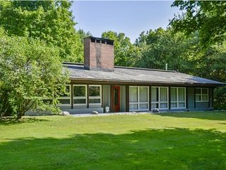 Sunny 4 bedroom Stowe House with Deck - Stowe vacation rentals
