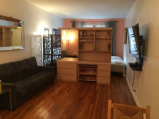 huge  loft studio upper east side elevator building - New York City vacation rentals