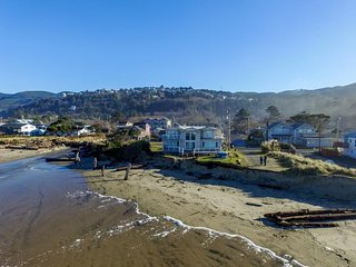 Gaze at the sea with your dog from this oceanfront house - hot tub! - Rockaway Beach vacation rentals