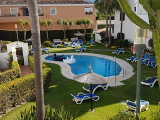 LUXE*Villa*sleeps 6-8*3 Pools*A/C*Golf Nearby - Nueva Andalucia vacation rentals