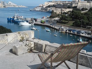 Bus Stop, Near Valletta, for backpackers - Pieta vacation rentals