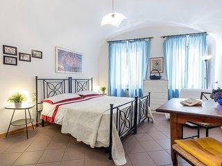 Santa Croce 800 years old towe - Florence vacation rentals