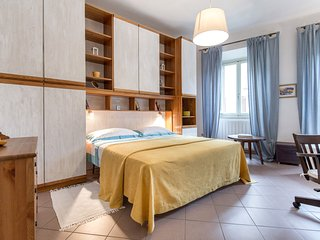 Santa Croce apt in torre 1200 - Florence vacation rentals