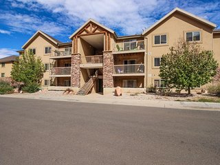 Enjoy views & centralized location in this wonderful condo with shared pool - Moab vacation rentals