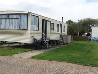Spacious Caravan on great site - St Osyth vacation rentals
