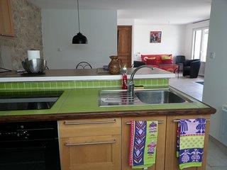 Grand studio tout confort 3*** 50m², 10 min plages - Plobannalec-Lesconil vacation rentals