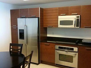 Perfect location in the heart of Aventura - Aventura vacation rentals
