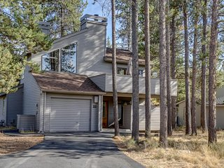 Spacious Sunriver home w/private hot tub, dog-friendly! - Sunriver vacation rentals