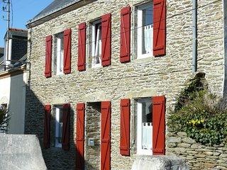 Maison de charme 8 pers, jardin clos, mer à 100 m - Groix vacation rentals