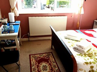 Private, Cozy & Comfortable room- near to Town - Henley-on-Thames vacation rentals