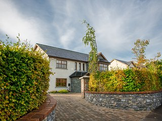 New luxurious Home in beautiful Killarney Town - Aghadoe vacation rentals
