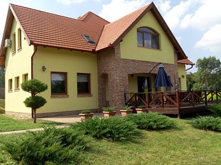 4 bedroom House with Internet Access in Etyek - Etyek vacation rentals