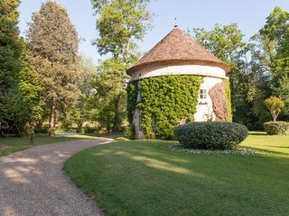 7 bedroom Castle with Internet Access in Saint-Astier - Saint-Astier vacation rentals
