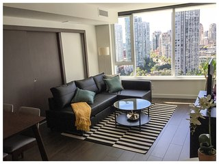 Modern 2 BDRM & 1 bath /w AC in Yaletown + parking - Vancouver vacation rentals