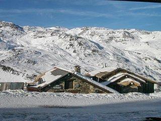 Comfortable, 1-bedroom apartment near Les Menuires Ski Area with amazing mountain views – sleeps 4! - Saint-Martin-de-Belleville vacation rentals