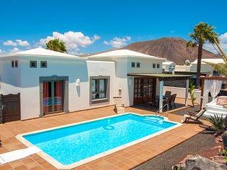Nice 2 bedroom Villa in Playa Blanca with Internet Access - Playa Blanca vacation rentals