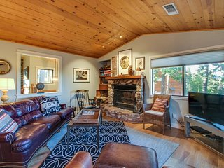 Newly remodeled, modern cabin w/ deck & lake views - beautiful woodsy setting - Tahoma vacation rentals